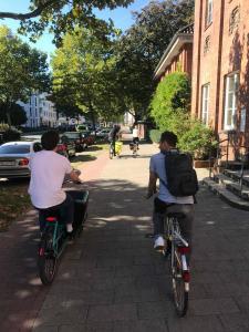 Wechselnde Konstellation: auf dem Rad kann man unkompliziert mal mit dem einen und mal mit dem anderen ein Stück fahren und reden