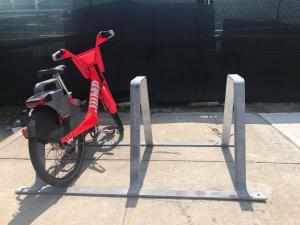 Jump auf dem Brooklyn Navy Yard