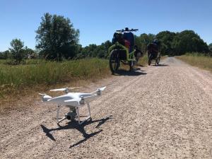 Auf den Rädern, haben wir die gesamte Ausstattung für die Berichterstattung dabei gehabt - inklusive Drohne