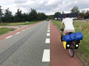 Selbst auf den Landstraßen sind in Dänemark Radstreifen markiert