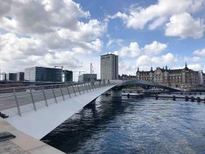 Erst kürzlich eröffnet wurde dies Rad- und Fußgängerbrücke, die Zentrum und Christiania verbindet